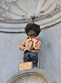 Manneken Pis awarded costume dedicated to 50 anniversary of Turkish workers immigration to Belgium — Stock Photo
