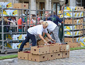 Volunteers prepare boxes with flowers for the Flower Carpet creation on Grand Place — Stock Photo