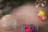 古い木のギフトでクリスマスの装飾 — ストック写真