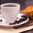 Cup of coffee and beans with cake — Stock Photo