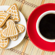 Cup of coffee with gingerbread cookies. Top view — Stock Photo