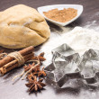 Dough of gingerbread with spices and cookie cutters — Stockfoto