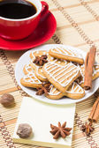 Cup of coffee with gingerbread cookies — Stock Photo