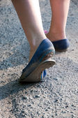 Damaged bottom of shoe close up Walking — Stock Photo