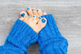 Feet with blue nails manicure — Stock Photo