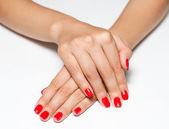 Handen met rode manicure — Stockfoto