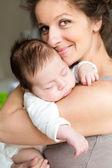Moeder met haar baby — Stockfoto