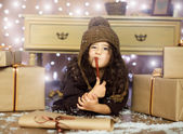 Girl wrote christmas wish list — Stock Photo