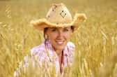 Summer shoot of attractive girl in straw hat — Stock Photo