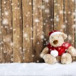 Teddy bear with xmas hat in the snow — Stock Photo
