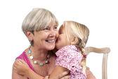 Beyaz büyükanne ile küçük kız — Stok fotoğraf