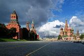 Vue sur la place rouge depuis la descente de vasilevsky — Photo