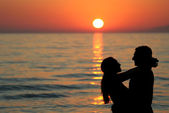 Silhouette of young couple at the sea — Stock Photo