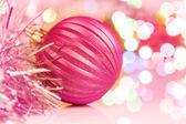 Barevné vánoční koule na nový rok světla bokeh pozadí — Stock fotografie