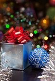 Christmas gift set with colorful bokeh background — Stock Photo