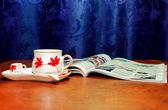 Kahve ve dergi — Stok fotoğraf