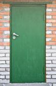 Zelené dveře v dubu — Stock fotografie