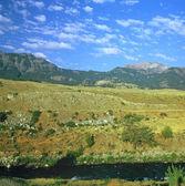 Lamar River and Absaroka Range — Stock Photo