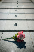 Flowers on the soldier's grave — Stock Photo