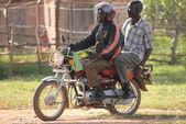 Hombres en una motocicleta — Foto de Stock