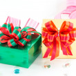 Golden and green gift box — ストック写真