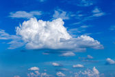 Cloudscape with blue sky background — Foto de Stock