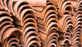 Pilha de azulejos antigos do telhado vermelho — Fotografia Stock