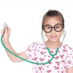 asiatiska liten flicka med stetoskop isolerade vit bakgrund — Stockfoto #28101331