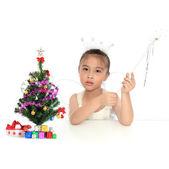 πορτρέτο της ασίας γλυκό κοριτσάκι στο κοστούμι αγγέλου χριστουγέννων — Φωτογραφία Αρχείου