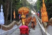 Tak bat devo festivaly, řada buddhistických mnichů. — Stock fotografie