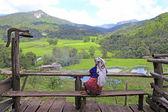Se sentir solitário de tribo de colina — Foto Stock