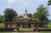 Buddha sit auf ruinen tempel — Stockfoto