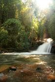 与在他侬山的清迈泰国彩虹瀑布. — 图库照片