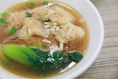 Tasty wonton soup and noodle — Stockfoto
