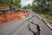 CHIANG RAI, THAILAND-MAY 5:Cracked asphalt after earthquake, sol — Stock Photo