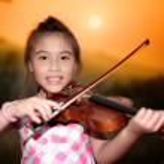 Beautiful girl playing violin in nature — Stock Photo #49240529