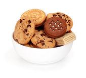 Biscoitos no prato isolado no fundo branco — Foto Stock