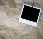 Molduras para fotos retrô em branco sobre papel amassado — Fotografia Stock
