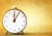 Vintage clock with glittering golden background — Stok fotoğraf