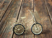 Vintage bicycle on wooden textured background. nostalgic concept. — Stock Photo