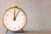 Vintage clock with glittering silver background — 图库照片
