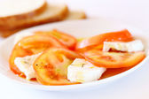 Sałatka caprese i chleb — Zdjęcie stockowe
