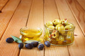 Piquant olives with a spicy chilli — Stock Photo