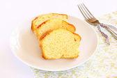 新鲜切片的柠檬蛋糕 — 图库照片
