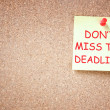 Sticky note with phrase dont miss deadline — Stock Photo #40854417