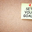 Foto Stock: Set your goals concept. sticky pinned to corkboard with room for text.