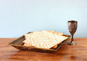 Passover background  wine and matzoh  jewish passover bread  over wooden background — Stock Photo