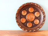 Passover background  plate  jewish passover bread  over wooden background — Zdjęcie stockowe