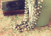 Vintage pearl necklace — Stock Photo