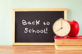 Regreso a la escuela escrita en una pizarra — Foto de Stock